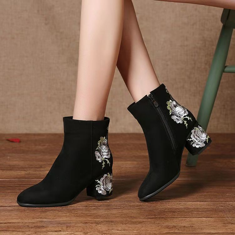 National Style Embroidered high heel short boots fall / winter 2020 small square head thick heel medium heel and bare boots womens Martin boots