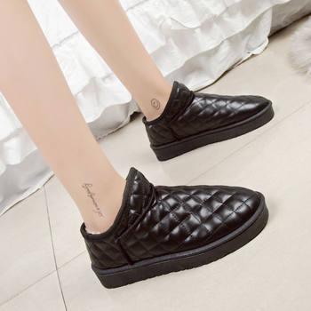 短筒皮靴子韩版平底面包鞋小女棉鞋