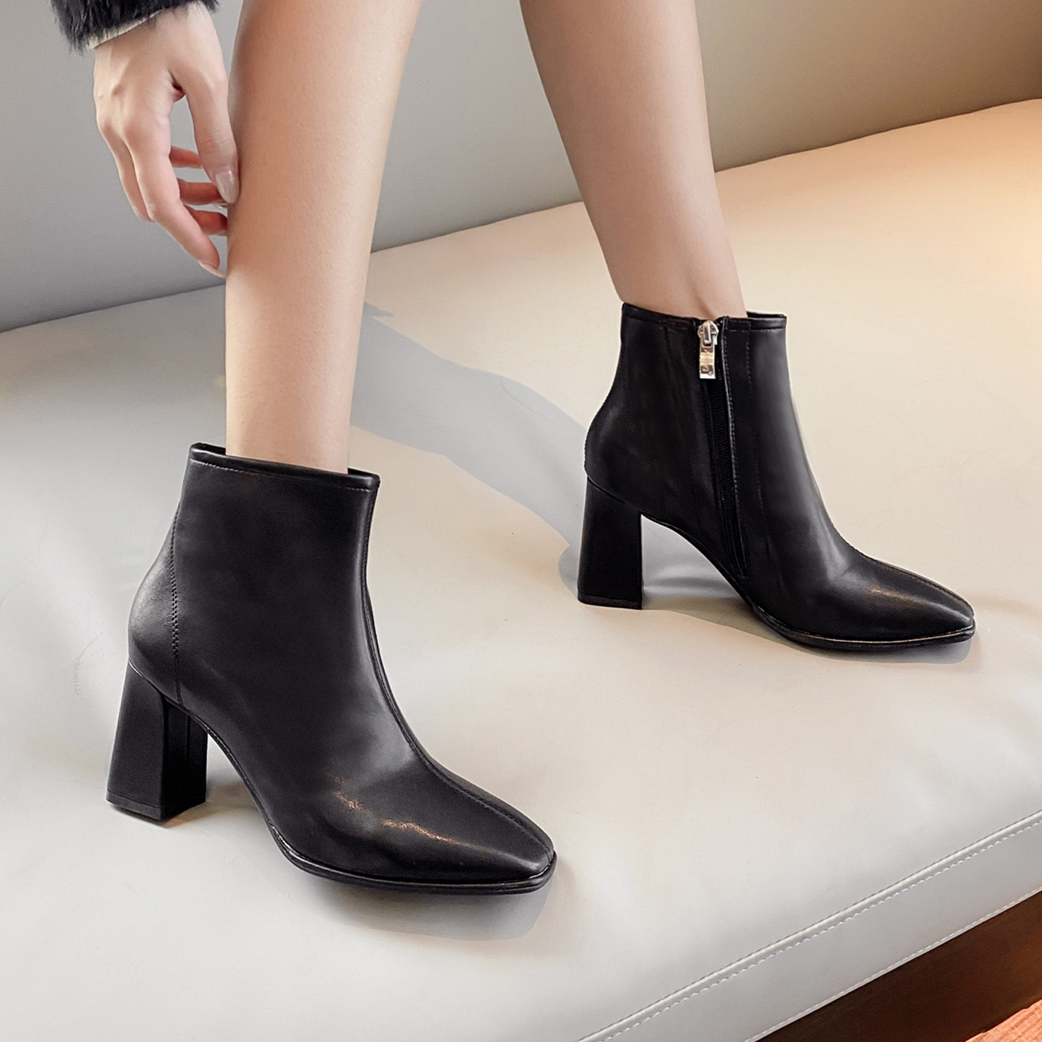 Genuine Chelsea short boots womens 2021 autumn winter new Beige thick heel square head boots and plush high-heeled Martin boots