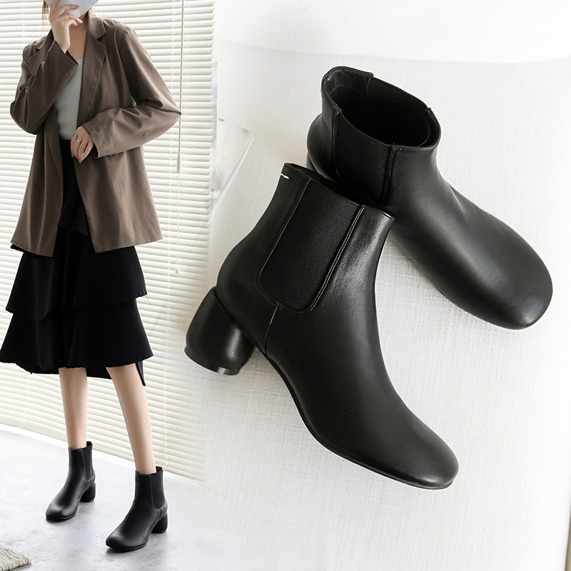 New autumn and winter 2020 Korean Beige thick heel boots womens Chelsea boots single boots versatile Martin boots womens fashion