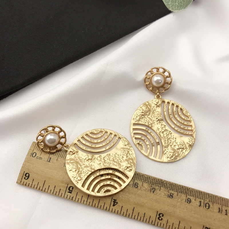 Chinese air European and American style temperament simple ce107 Korean EARRINGS Metal pearl fashion round personality popular