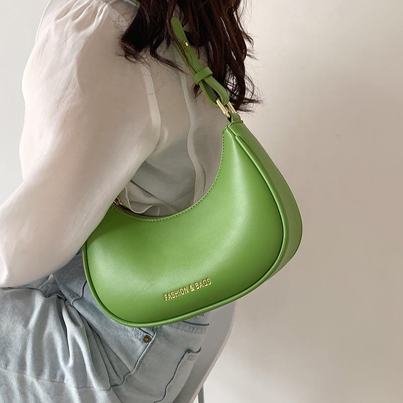 高级感洋气小包包女夏2021新款潮时尚网红小众设计单肩腋下法棍包
