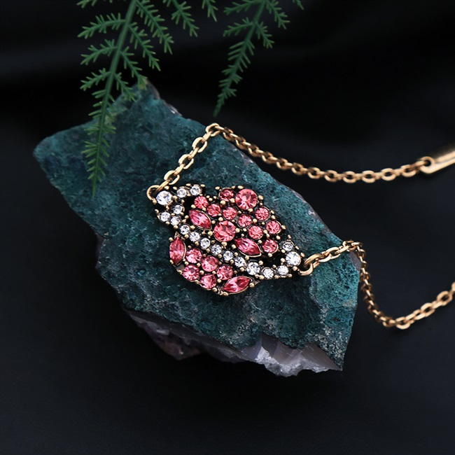 Sweet lovely fashion versatile European and American style temperament luxury accessories female personality versatile gem diamond necklace