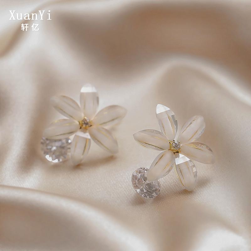 Earrings 2020 new fashion earrings temperament earrings clip Sterling Silver advanced atmosphere simple womens small cool Earrings