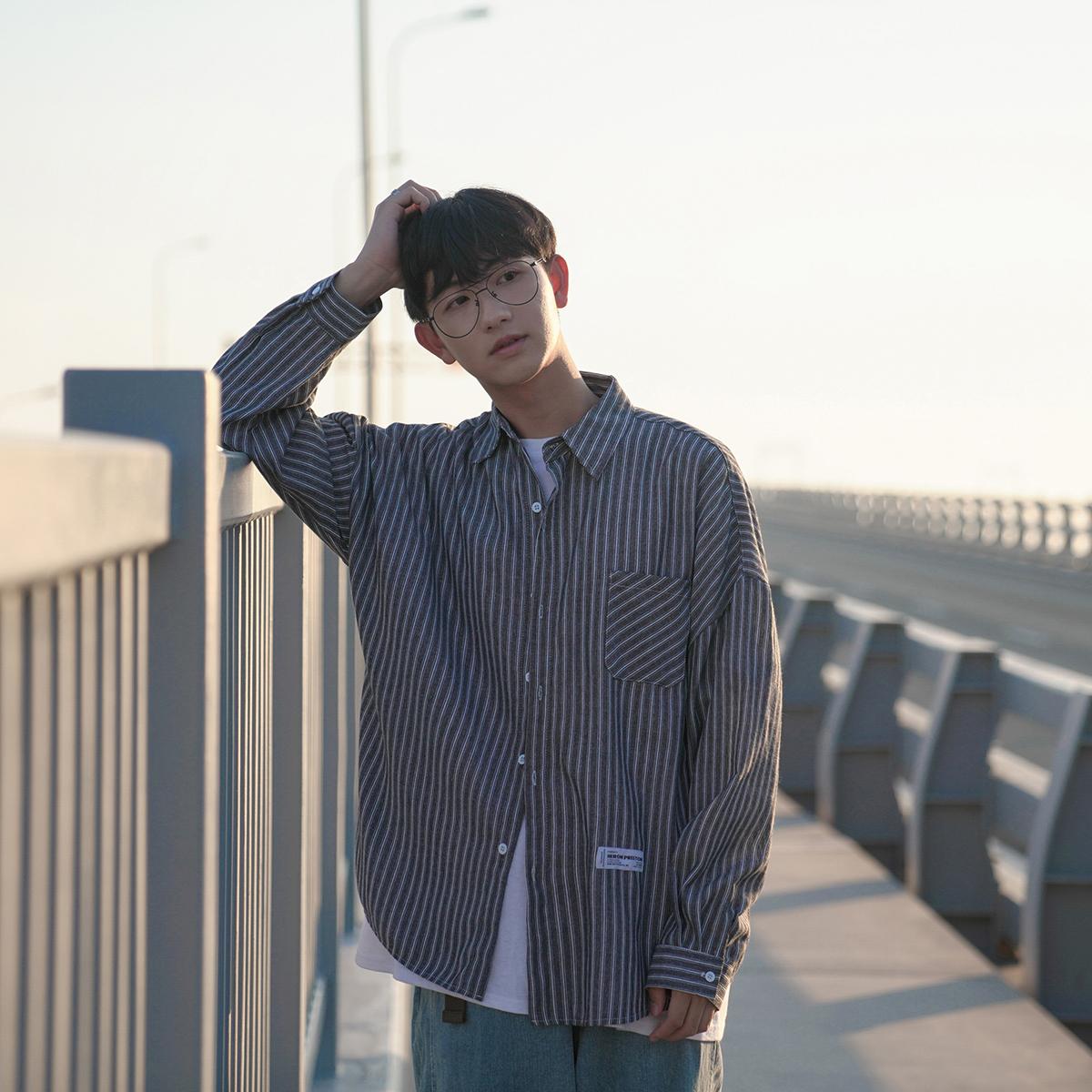 D禾子长袖衬衫春装新款韩版宽松翻领男士条纹港味休闲贴标衬衣。