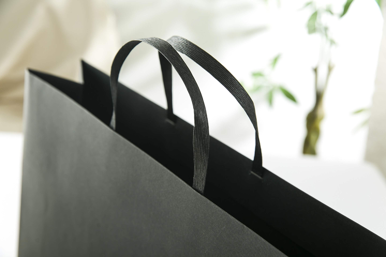 促销商务纯黑色超大号加厚结实服装店包装纸袋新年货节会礼品套装