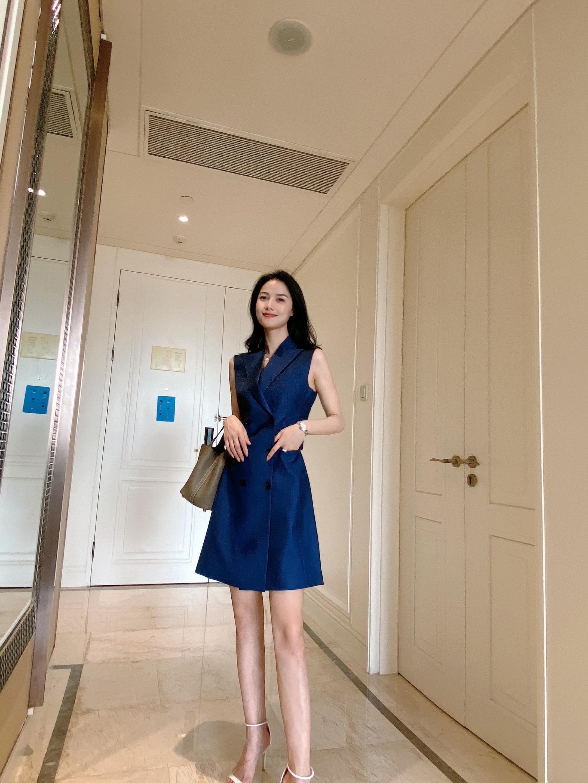 2021夏季新款藏蓝色双排扣中长款西装马甲无袖连衣裙女