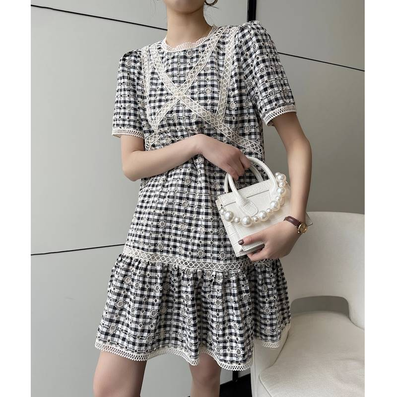 Xiaoxiang dress womens 202 summer new Korean version hollow out embroidery a show thin thorn 1 embroidery medium length dress