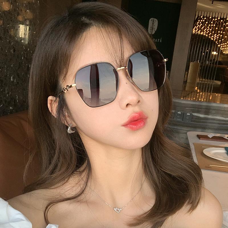 .墨镜女潮学生夏超大防晒有色大圆脸适合的眼镜拍照装饰网红道具.