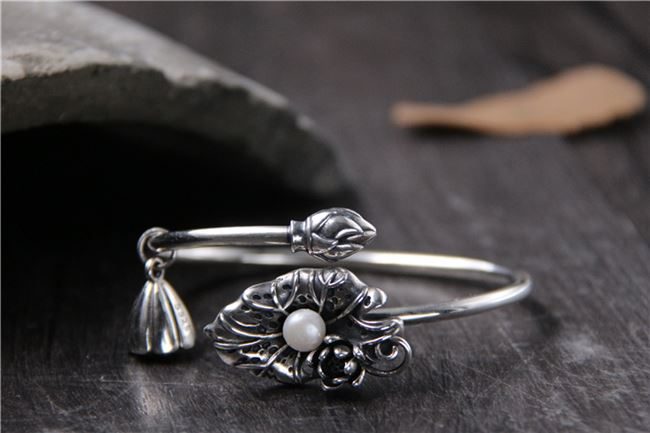 Genuine antique silver jewelry S925 Sterling Silver lotus inlaid pearl shell bracelet Thai silver lotus small pendant for women