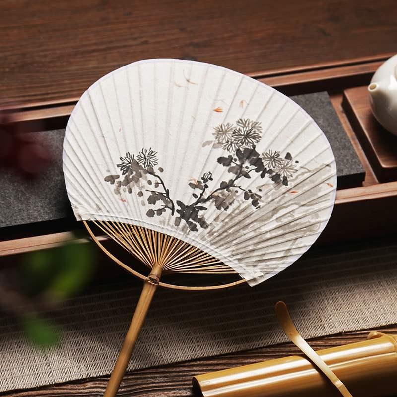 うちわの宣紙の手描きは純粋で手書きの水墨の国画の古い竹の扇子の骨の扇子の扇子の扇子の夏の古典的な中国風の日本式円です。