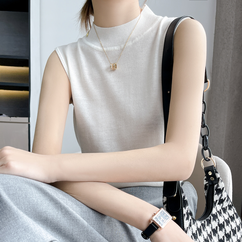 White Sleeveless half high collar base coat with knitted T-shirt and 2021 spring and summer woolen vest