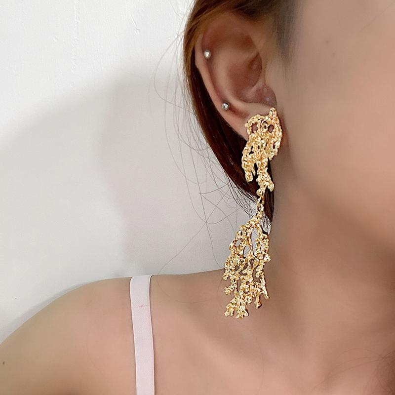 Mango, grapefruit, European and American minority, advanced feeling, leaf modeling, hollow earrings, earrings, temperament, gold metal earrings, female