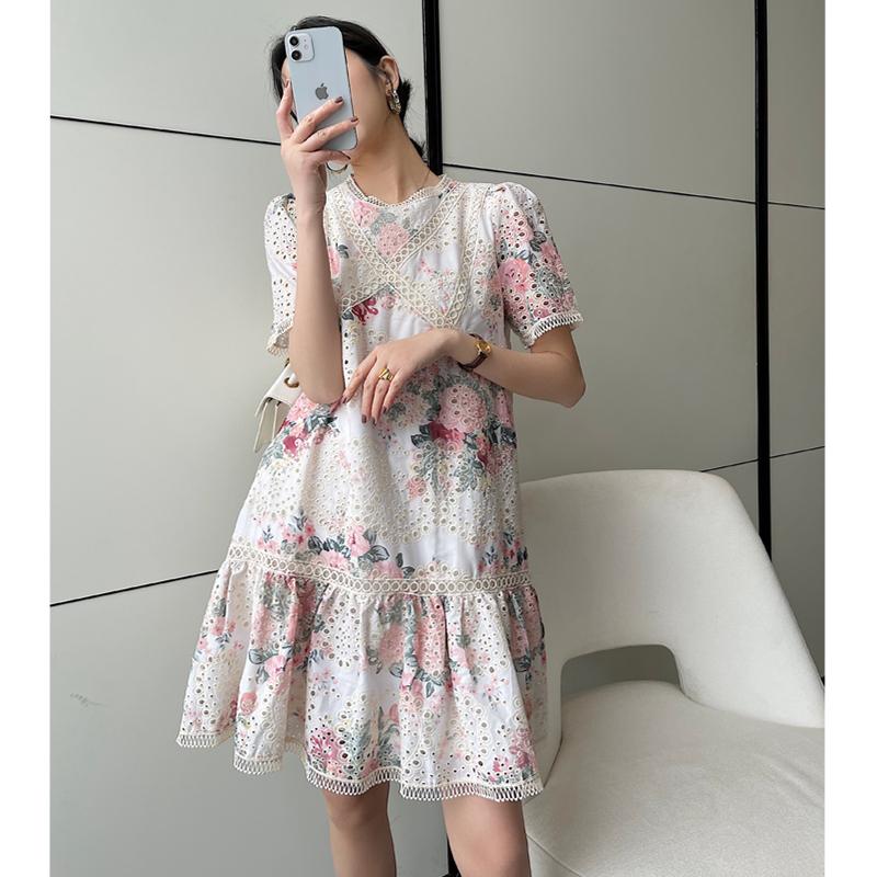 小香连衣裙女2021夏季新款韩版镂空绣花A版显瘦刺绣中长款连身裙