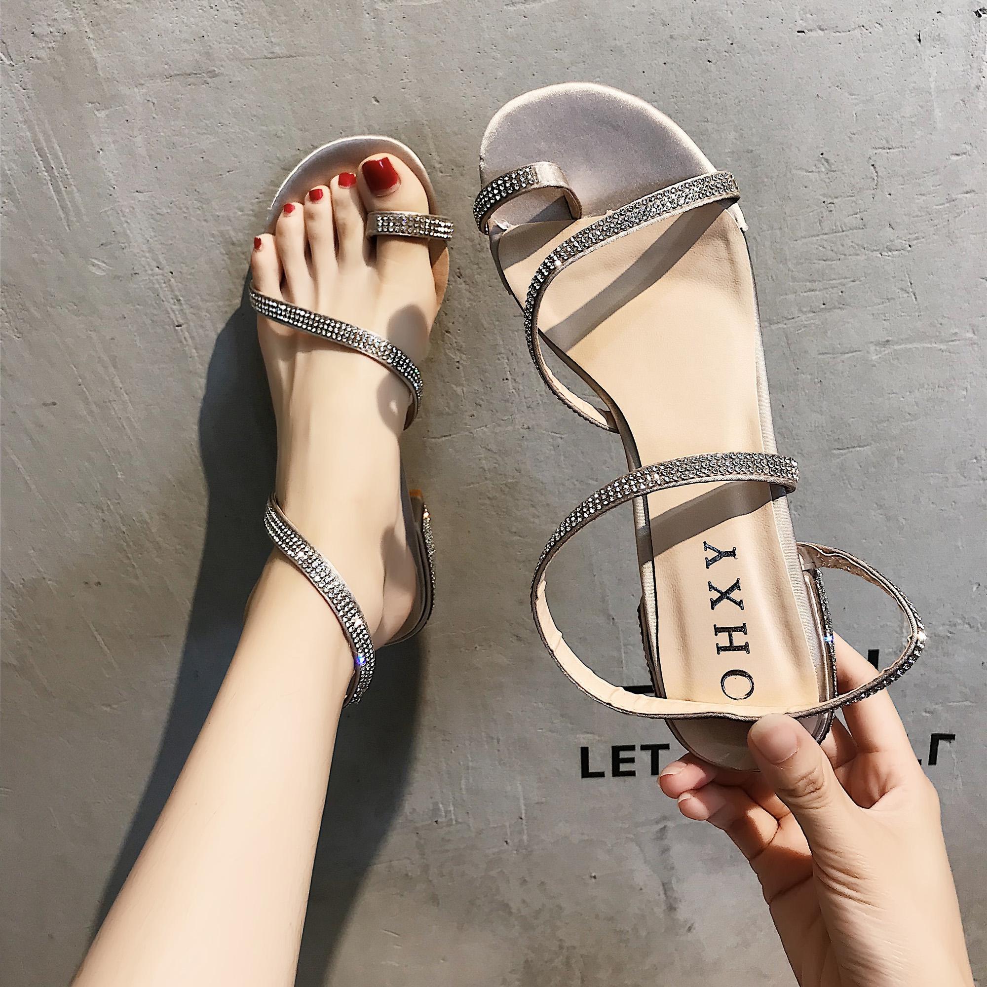 凉鞋2018新款女中跟高跟鞋学生夏水钻粗跟一字扣韩版百搭罗马女鞋