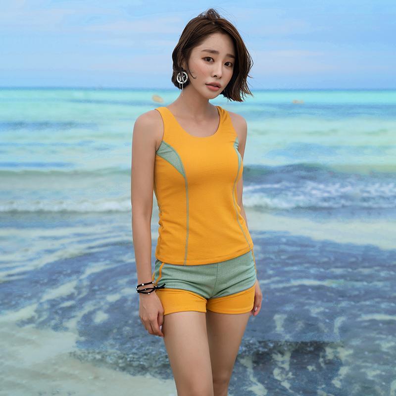 2020新款韩版游泳衣女保守平角分体泳装专业休闲显瘦带胸垫泡温泉