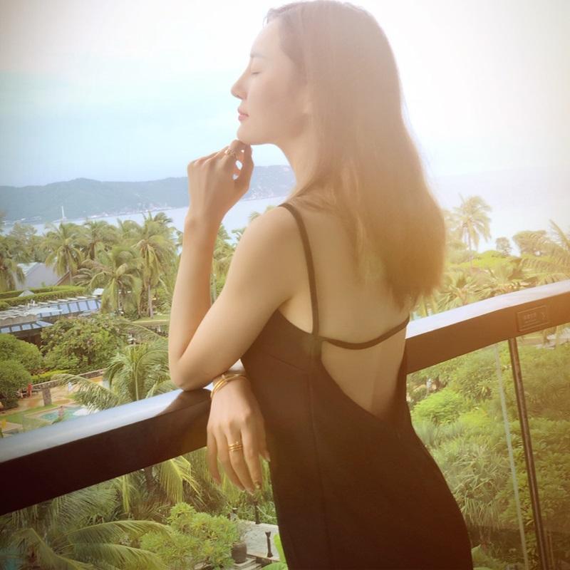 夏季新款显瘦黑色裙美背露背