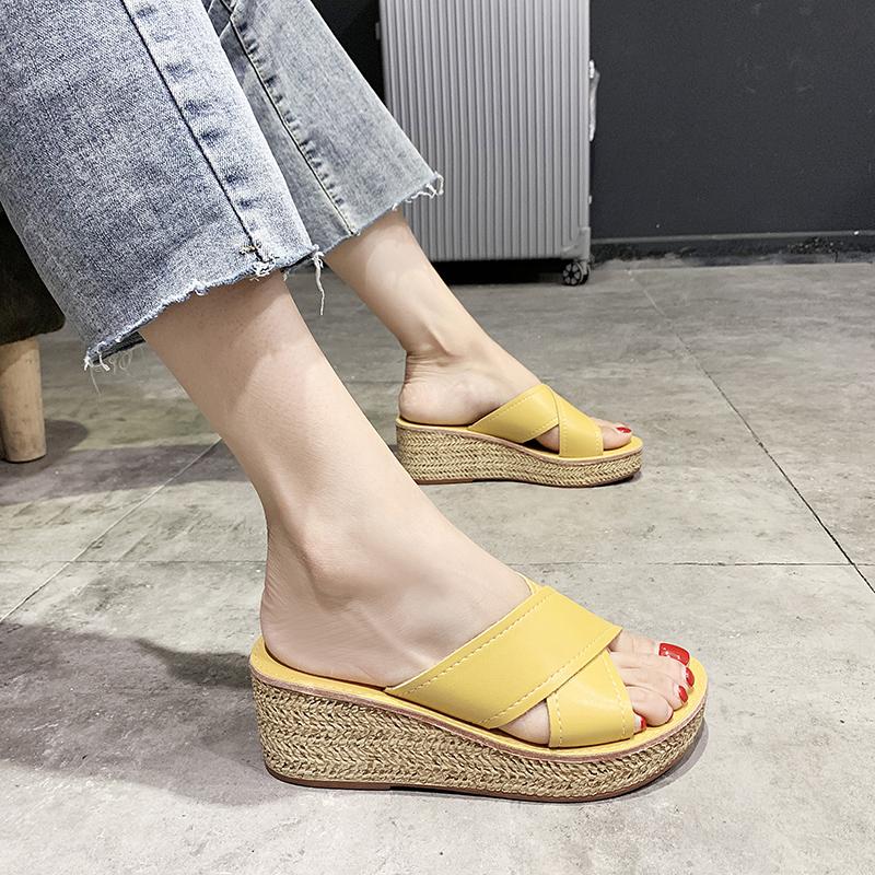 Dép và dép nữ 2020 mới mặc bên ngoài lưới màu đỏ lười nêm gót chân dày dưới chân rộng mỡ trong thời trang dép vàng - Dép