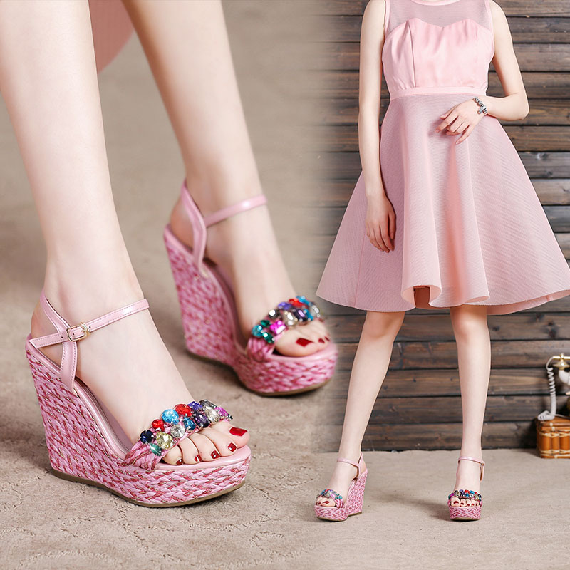 2020夏季新款小坡跟凉鞋女仙女风粉色高跟时装厚底水钻草编女鞋子