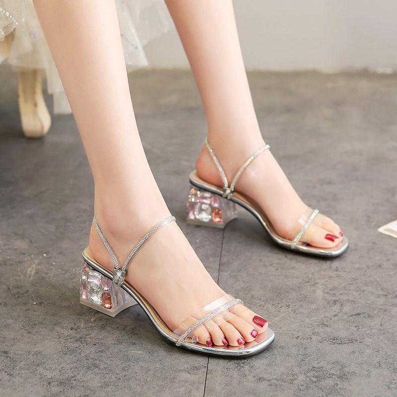 百翎時裝涼鞋女夏2020年新款仙女風中跟 粗跟一字帶水晶小碼鞋子