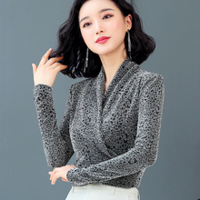 Bright silk 40-50 year old women's underpainting shirt 2019 spring and autumn new long sleeve V-neck belly covering thin Leopard Print Top