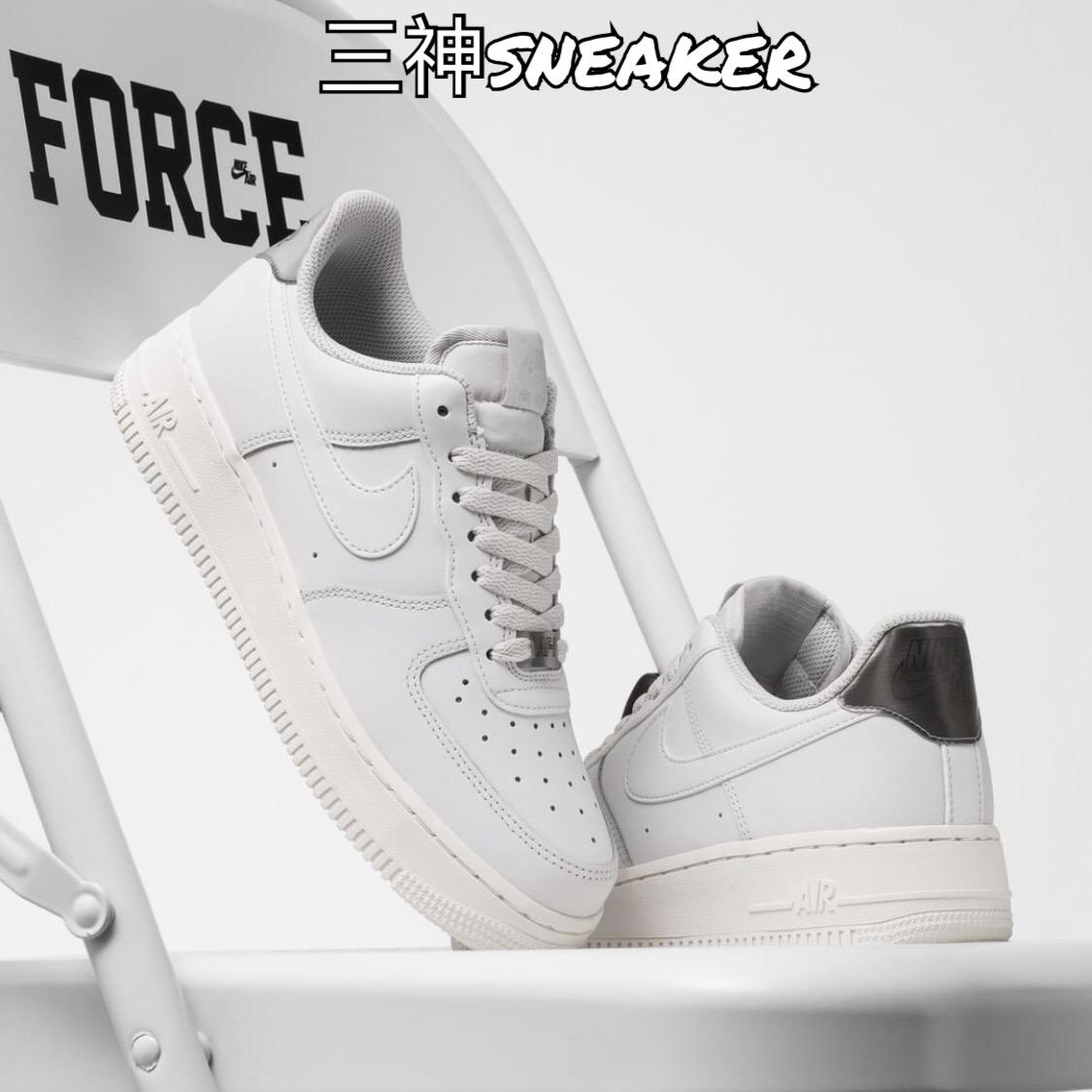 Nike Air Force 1 AF1 空军一号白银镭射尾低帮板鞋女 AO2112月02日最新优惠