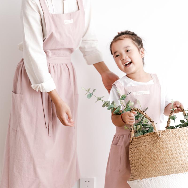 子供のエプロン日本式文芸復古親子は焙煎ベスト式の可愛い絵画の王女韓国版ファッションの女性を描いています。