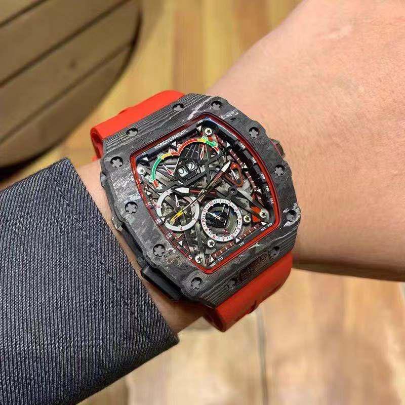 リチャードさんは同じブラックテクノロジーの透かし彫りの腕時計です。樽の形の大きな時計です。多機能機械式時計ミラー男の腕時計です。