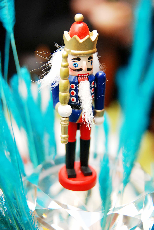 Экспортировать европейские украшения для кукол для Щелкунчика 11см
