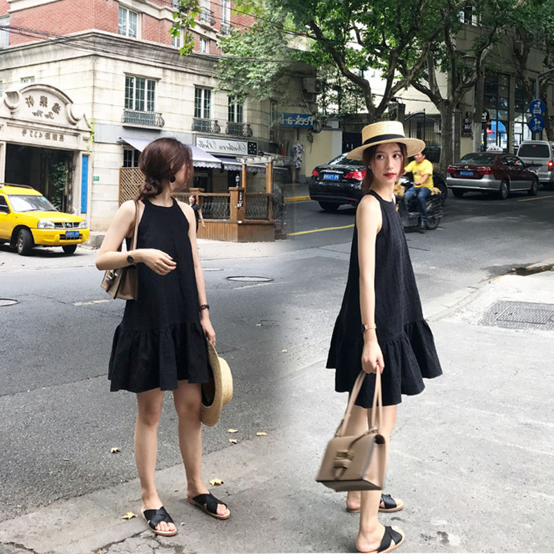Summer 2018 new womens ins super hot close waist show thin wood ear edge dress cold wind minimalist skirt fashion