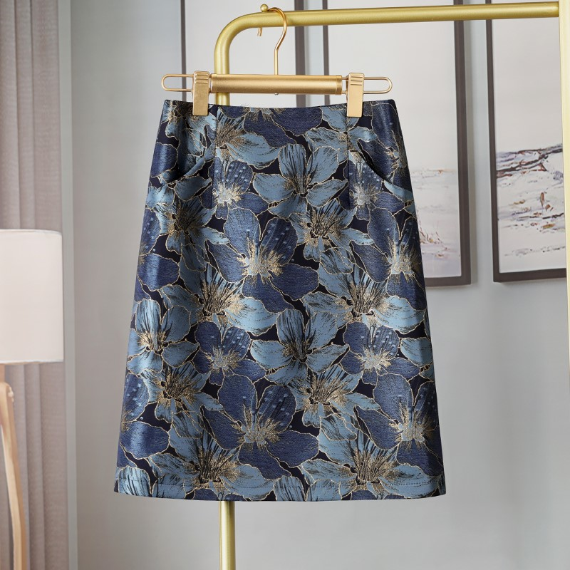 Skirt 2021 new spring skirt small crowd embroidered high waist A-line show thin bag hip and knee middle long pocket