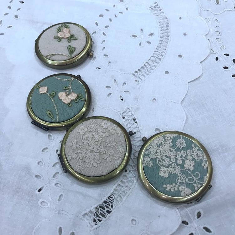 手工定制布艺小清新蕾丝花朵随身镜(用2.7元券)