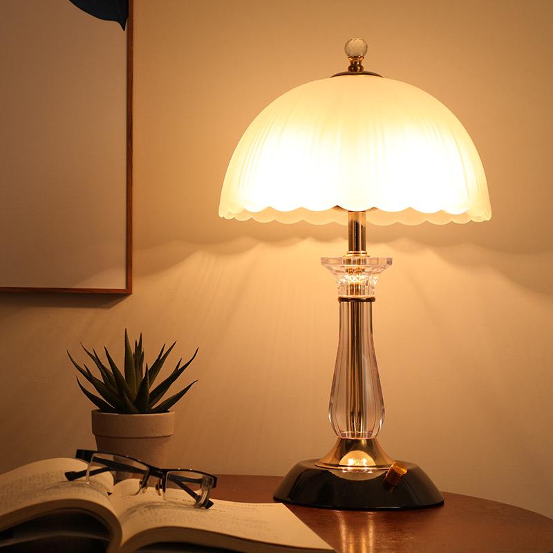 卧室床头灯简约现代创意可调光台灯