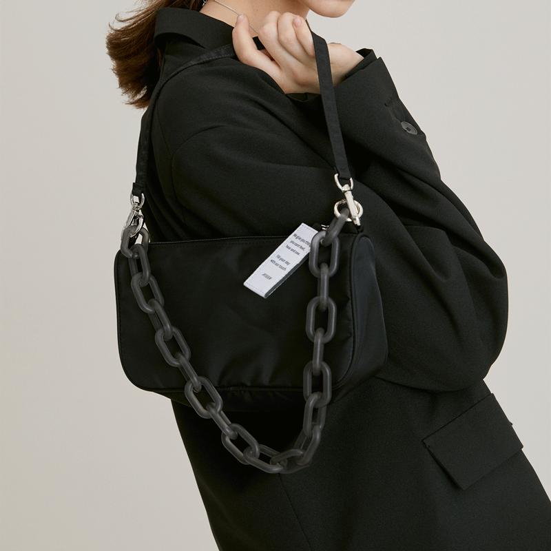 韩国小众设计师JENNIE同款包包女2020夏新款单肩斜跨链条腋下包潮图片