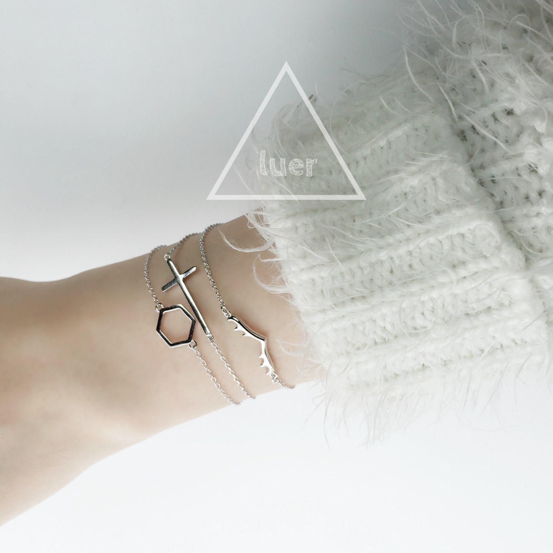 瑶?鹿尔饰物 925纯银镀白金简约风个性鹿角十字架镂空六边形手链
