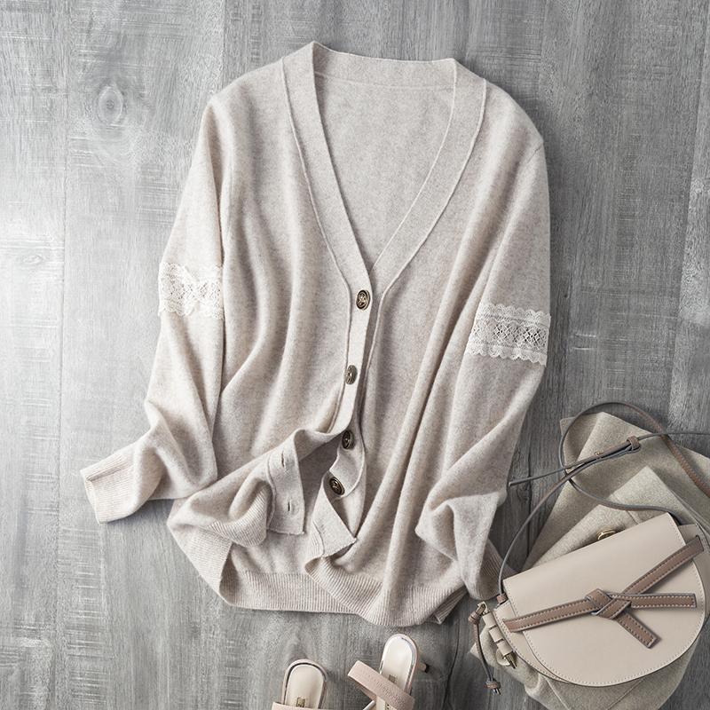 优雅范你也可以拥有 复古蜜蜂浮雕滴油扣 镂空蕾丝针织羊毛开衫