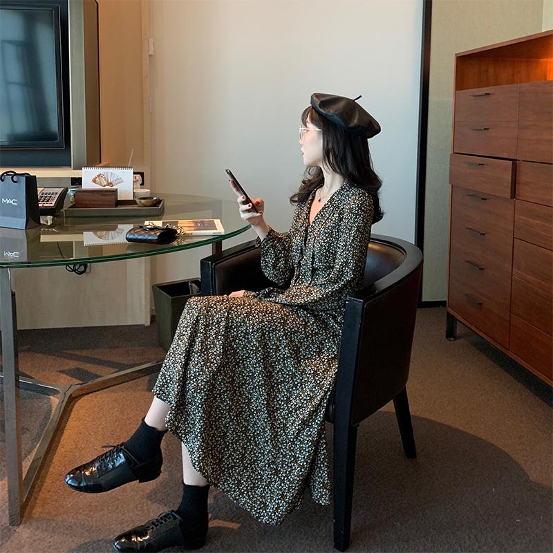 小碎花连衣裙女秋冬复古中长款长袖雪纺打底黑色V领法式小众裙子