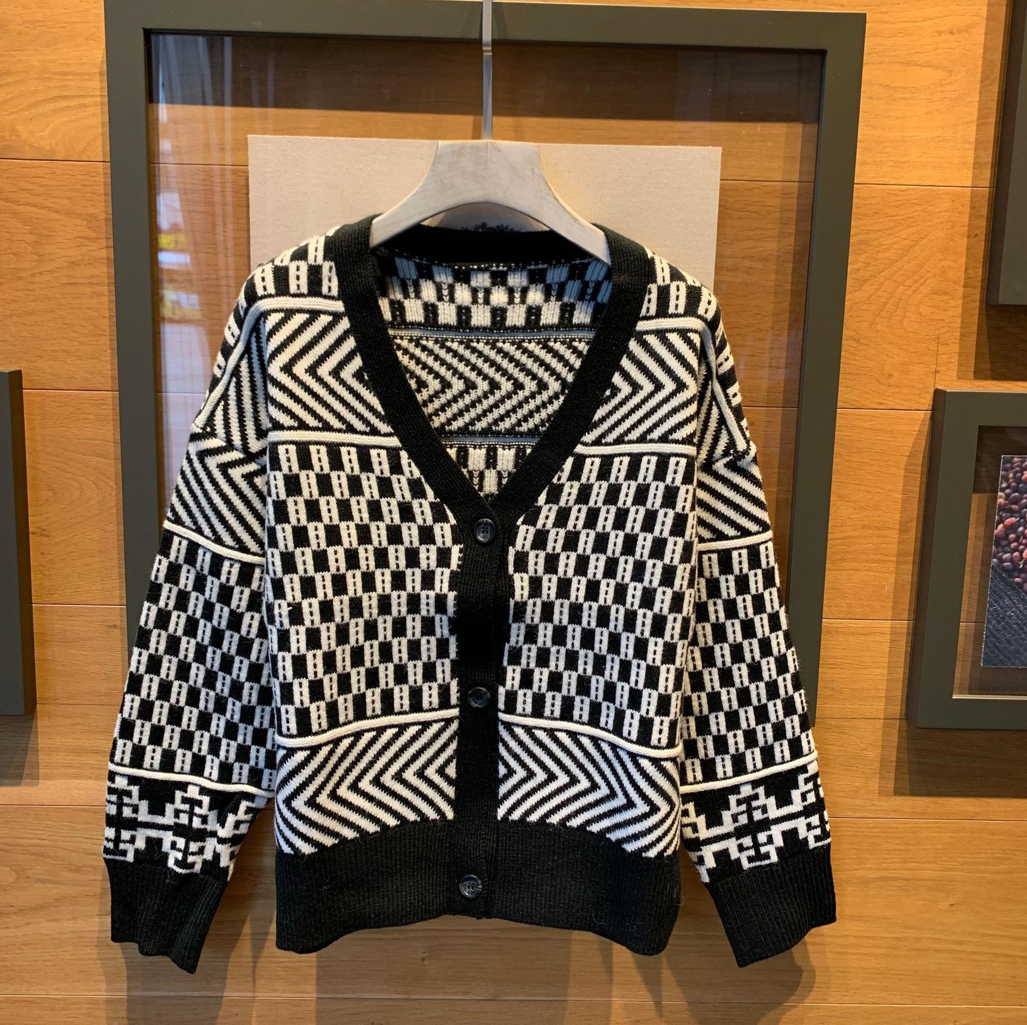针织开衫女秋冬外搭毛衣韩版黑白撞色波纹V领短款慵懒风宽松外套