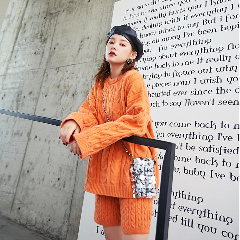 套装女2019新款秋季洋气轻熟慵懒风套头麻花毛衣+短裤针织两件套买三送一