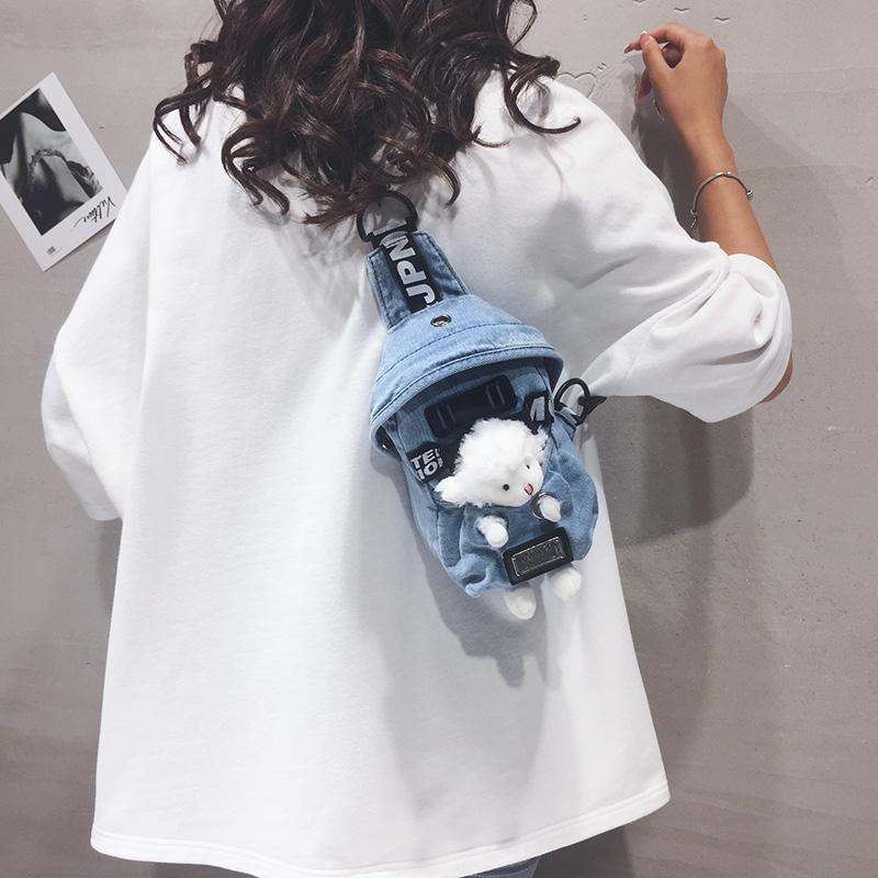 牛仔布包包女2020新款日系可爱小熊单肩胸包潮ins百搭卡通斜挎包