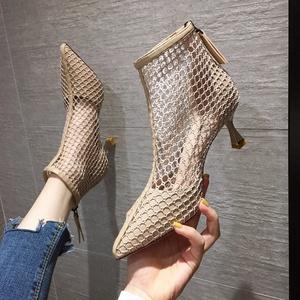 春夏季马丁靴女2021透气网纱凉靴镂空透气时装凉鞋女网面靴短靴女
