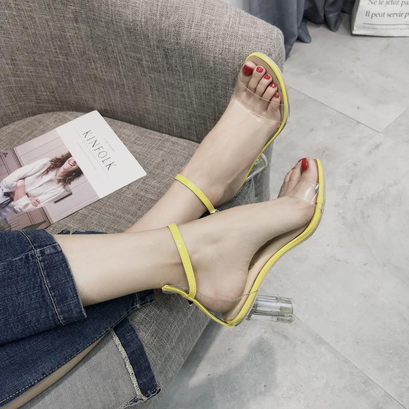 サンダルの女性の夏2019新型の1つのボタンは爪の中でと粗いことの小さくて清新なハイヒールの女性の透明な水晶の靴を持ちます