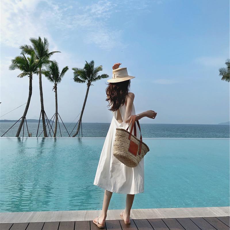 62.00元包邮沙滩裙女海边度假2019新款三亚超仙显瘦挂脖性感露背连衣裙海滩裙