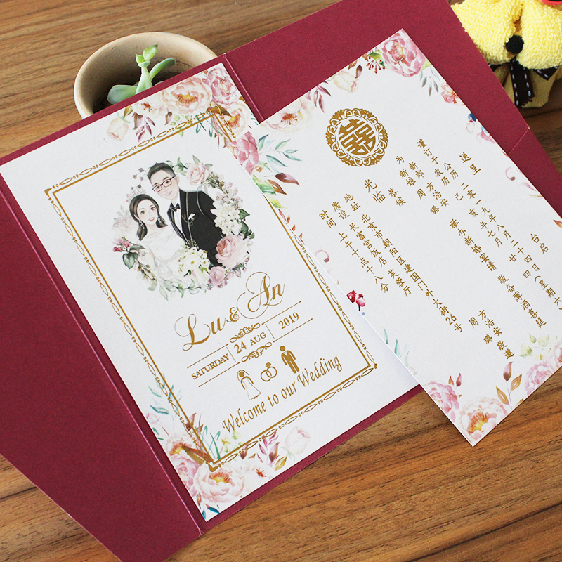結婚式の招待状を厚くして、結婚式の招待状をカスタマイズします。