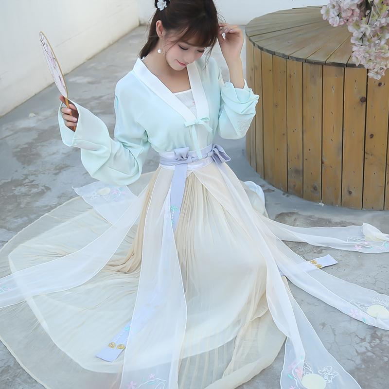 626玉兔呈祥 古装汉服 玉兔绣花 对襟上衣+吊带两件套2018春装