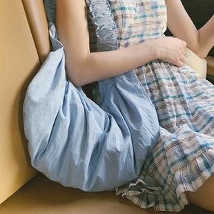 【沒餡兒蛋餃】張大奕2020年新款米色褶皺布包氣質百搭單肩揹包