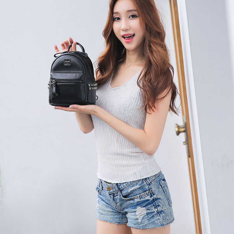 迷你双肩包女士韩版软皮百搭2020年新款超火夏时尚小型铆钉小背包