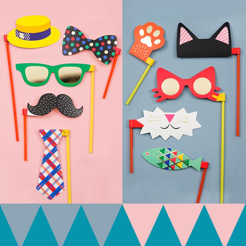 День рождения собираться партия свадьба танец может интерес усы фотографировать небольшой реквизит милый смешной бумага маска наряд играть