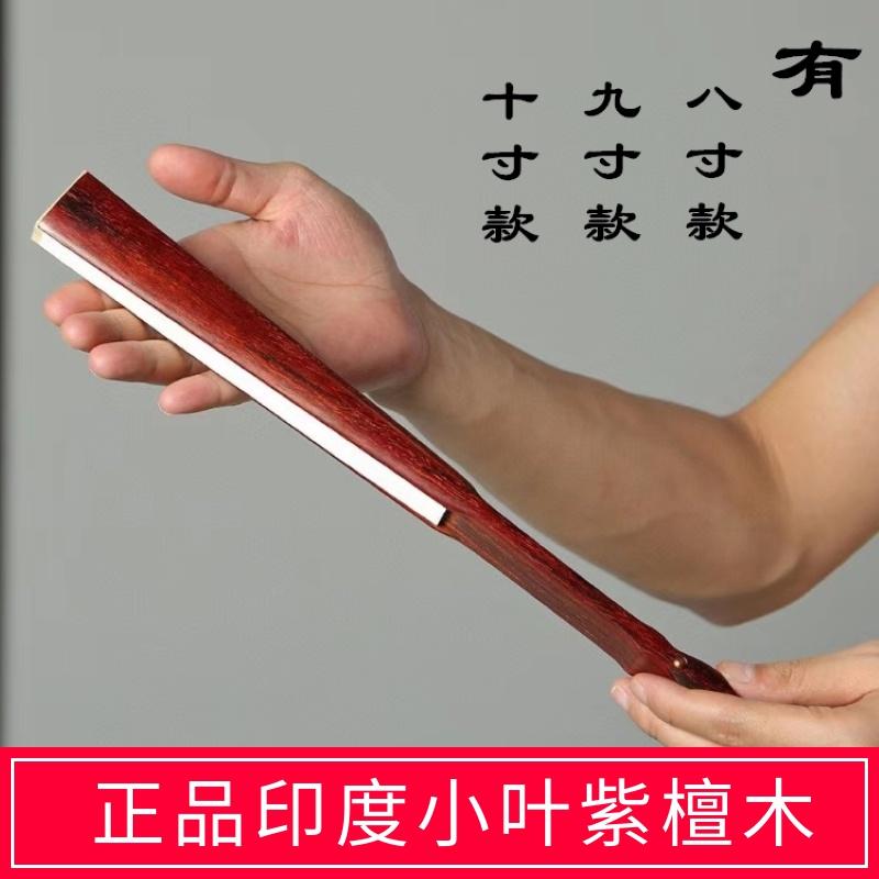 インドの若葉紫檀扇子の扇子と紙の白木の扇子の中国風の紙扇子の中国風の手作りの扇子が売られています。