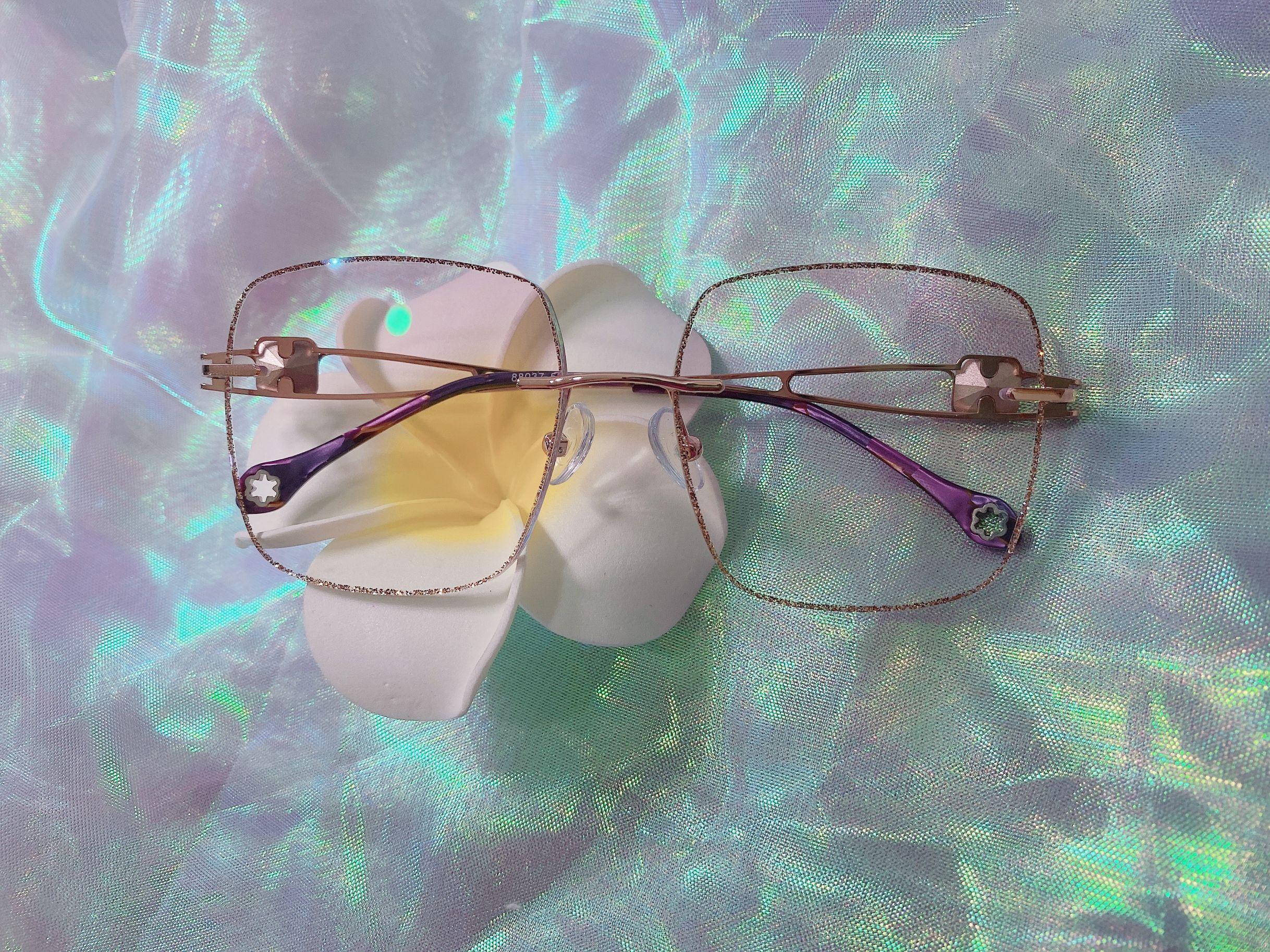 Short sighted glasses, female gemstone legs, diamond rimless glasses, plain face, large face, glasses frame, finished glasses